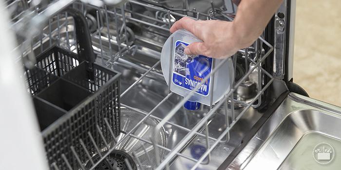 Cómo limpiar el lavavajillas: productos y forma correcta